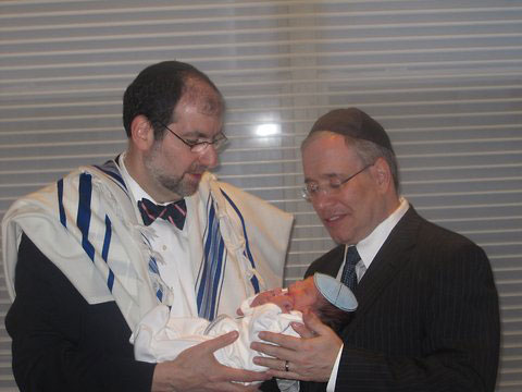 Manhattan Borough President Scott ( Shmuel) Stringer celebrated this morning the bris of his Son that was officiated by Cantor Philip L. Sherman.